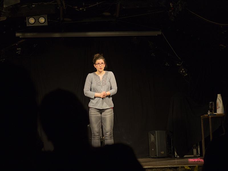 Guggi Hofbauer auf der Bühne im Aera
